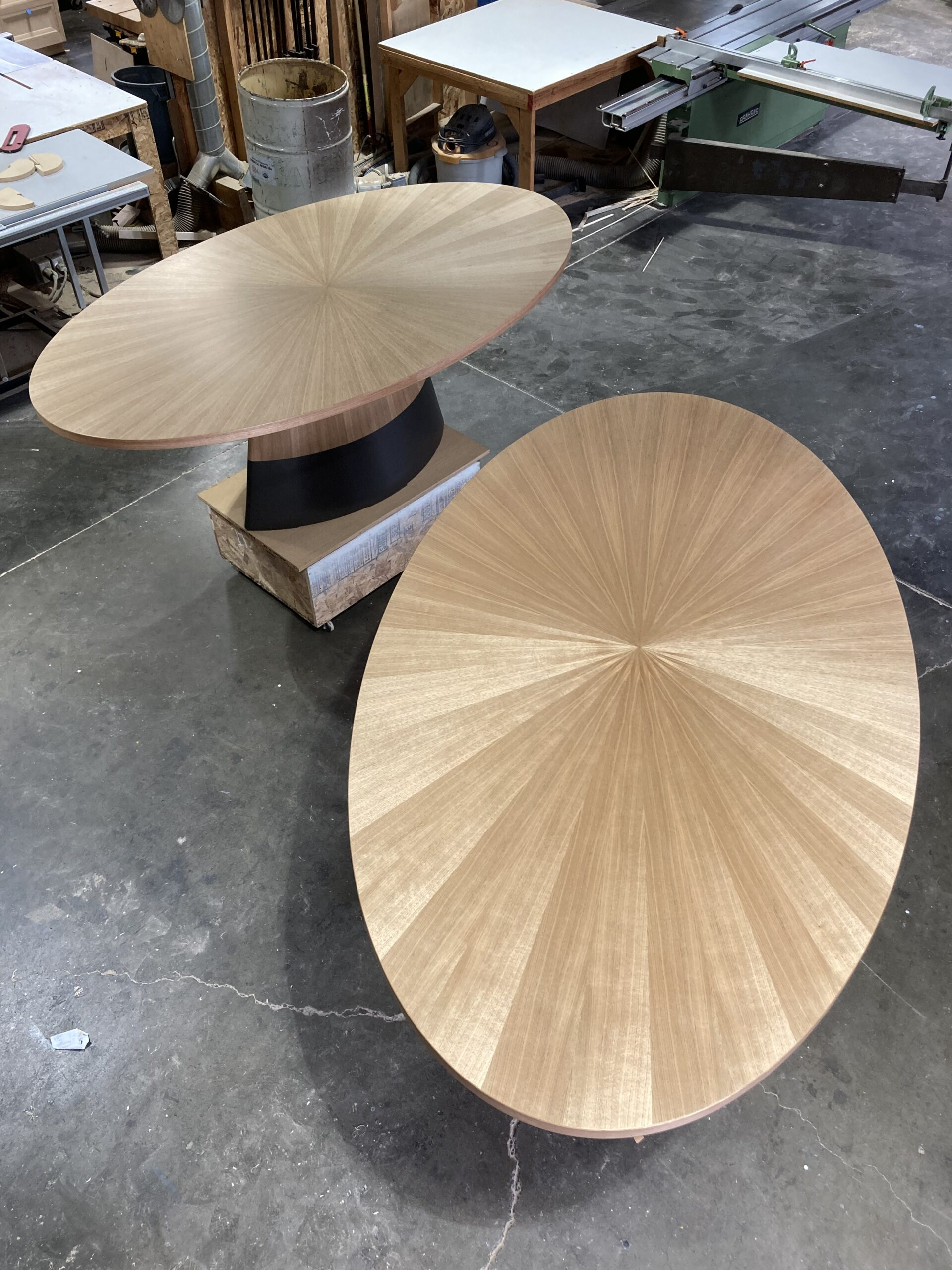 Oval tables Shop